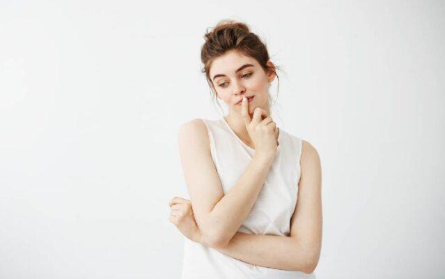 การเตรียมตัวก่อนเข้ารับการผ่าตัดฝังรากเทียม เริ่มต้นจากทันตแพทย์จะประเมินความพร้อมของร่างกาย มีการตรวจช่องปากอย่างละเอียด