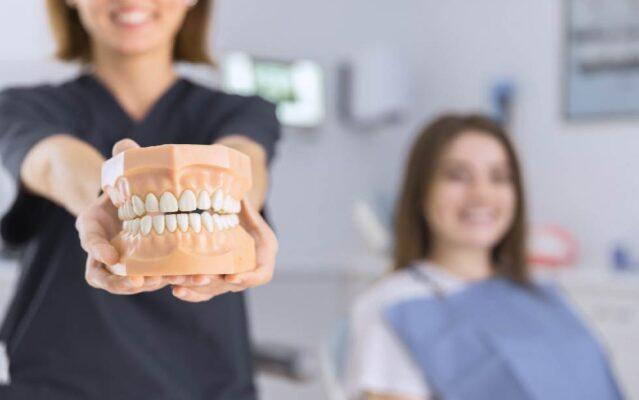 ใครบ้างที่สามารถทำรากฟันเทียมได้ มีฟันหลุด1ซี่หรือมากกว่านั้น กระดูกบริเวณขากรรไกรเจริญเติบโตเต็มที่แล้ว